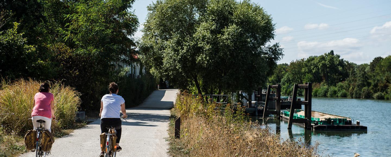 Promenade bleue le long de la Seine à Nanterre